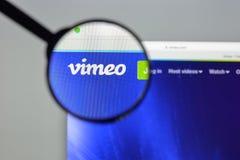 Milaan, Italië - Augustus 10, 2017: De homepage van de Vimeowebsite Het is a Royalty-vrije Stock Afbeeldingen