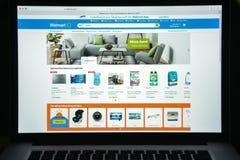 Milaan, Italië - Augustus 10, 2017: De homepage van de Walmartwebsite Het is Stock Foto