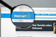 Milaan, Italië - Augustus 10, 2017: De homepage van de Walmartwebsite Het is Stock Afbeeldingen