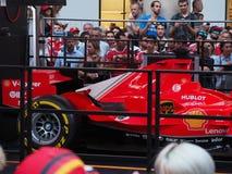 Milaan, Italië - Augustus 29, 2018: Ferrari en alle mensen rond het bewonderen van het royalty-vrije stock fotografie