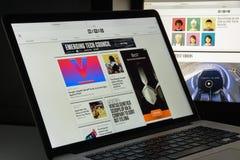 Milaan, Italië - Augustus 10, 2017: Getelegrafeerde websitehomepage Het is a Stock Afbeeldingen