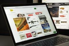 Milaan, Italië - Augustus 10, 2017: Gunbroker Com-websitehomepage Royalty-vrije Stock Afbeelding