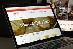 Milaan, Italië - Augustus 10, 2017: Homepage van de de molenwebsite van het loodje de rode Stock Afbeelding