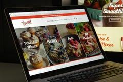 Milaan, Italië - Augustus 10, 2017: Homepage van de de molenwebsite van het loodje de rode Royalty-vrije Stock Afbeeldingen