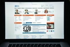 Milaan, Italië - Augustus 10, 2017: IRS websitehomepage Het is de opbrengstdienst van de federale overheid van Verenigde Staten I stock afbeelding