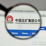 Milaan, Italië - Augustus 10, 2017: Min de metalenembleem van China op het Web Stock Foto
