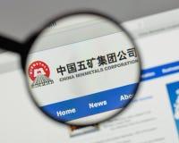 Milaan, Italië - Augustus 10, 2017: Min de metalenembleem van China op het Web Stock Afbeelding