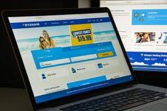Milaan, Italië - Augustus 10, 2017: Ryanair-websitehomepage Het is Stock Afbeeldingen
