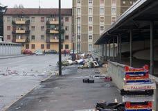 MILAAN, ITALIË - MAART 02, 2017 - Straat ging vuil weg nadat de stad in de war brengt Stock Foto