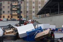 MILAAN, ITALIË - MAART 02, 2017 - Straat ging vuil weg nadat de stad in de war brengt Royalty-vrije Stock Afbeeldingen
