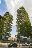 MILAAN, ITALIË - MEI 28, 2017: Bosco Verticale Vertical Forest l Stock Foto