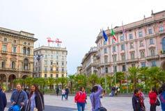 Milaan, Italië - Mei 03, 2017: De mensen die bij straat in Italië, Europa, Milaan gaan Royalty-vrije Stock Foto's