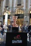 Milaan, Italië: 1 mei 2017 - Illustratief en Redactiebeeld van de trofee van Ciro DE Italië 2017 in Milaan Dit is veelvoudig-stad stock afbeelding