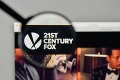 Milaan, Italië - November 1, 2017: 21ste Century Fox-embleem op wij Stock Foto