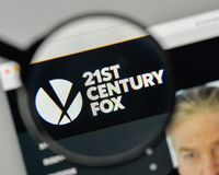 Milaan, Italië - November 1, 2017: 21ste Century Fox-embleem op wij Stock Afbeelding
