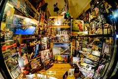 Milaan, Italië - Oktober negentiende, 2015: De winkel van de showcasekunst Stock Foto's