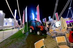 Milaan, Italië - Oktober twintigste, 2015: Rode tractor bij de tentoonstelling royalty-vrije stock foto's