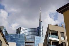 MILAAN, ITALIË - OKTOBER 05, 2017 Unicredit-de wolkenkrabbertorens van het bankglas op 05 Oktober 2017 in Milaan, Italië Royalty-vrije Stock Foto's