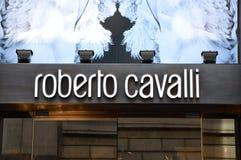 MILAAN, ITALIË - SEPTEMBER 7, 2017: Buitenkant van een Roberto Cavalli-opslag binnen via Monte Napoleone, Milaan Het is een luxe  Stock Foto's