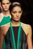 MILAAN, ITALIË - SEPTEMBER 21: De modellen lopen het baanfinale tijdens Salvatore Ferragamo tonen Royalty-vrije Stock Foto's
