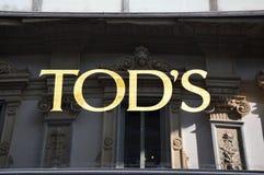 MILAAN, ITALIË - SEPTEMBER 7, 2017: Het teken van de Tod` s opslag, is een Italiaans bedrijf dat luxeschoenen en andere leergoede Royalty-vrije Stock Foto