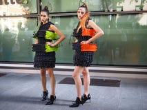 MILAAN, Italië: 23 September 2018: Modellen in de uitrusting van de straatstijl stock foto