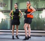 MILAAN, Italië: 23 September 2018: Modellen in de uitrusting van de straatstijl royalty-vrije stock afbeeldingen