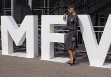 MILAAN, Italië: 19 september 2018: Modellen en bloggers de uitrusting van de straatstijl royalty-vrije stock foto