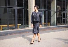 MILAAN, Italië: 19 september 2018: Modellen en bloggers de uitrusting van de straatstijl stock afbeelding