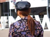 MILAAN, Italië: 19 september 2018: Modellen en bloggers de uitrusting van de straatstijl royalty-vrije stock afbeelding