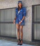 MILAAN, Italië, 23 septembre 2018: Modieuze modellen in de straat royalty-vrije stock afbeelding