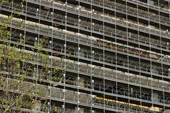 milaan Itali? 21 maart 2019 Bouwwerf voor de bouw van een modern gebouw royalty-vrije stock foto's