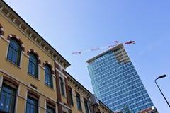 milaan Itali?, 21 Maart 2019 Vernieuwing van de voorgevel van een bouwstijl stock afbeeldingen