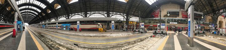MILAAN, ITALIË - APRIL 9 2018 - Milan Central-stationkraai stock foto