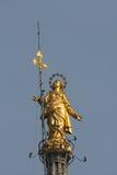 MILAAN, ITALY/EUROPE - FBRUARY 23: Standbeeld van Madunina bovenop royalty-vrije stock afbeeldingen