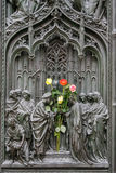 MILAAN, ITALY/EUROPE - 23 FEBRUARI: Detail van de belangrijkste deur bij t royalty-vrije stock fotografie