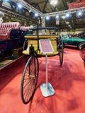 Milaan, Lombardije Italië - 23 November, 2018 - 1886 Benz Patent Motor Wagen Replica bij de uitgave van Autoclassica Milaan 2018 stock afbeeldingen