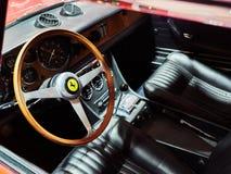 Milaan, Lombardije Italië - 23 November, 2018 - Binnenland van Ferrari 365 GTC in de uitgave van Autoclassica Milaan 2018 royalty-vrije stock foto