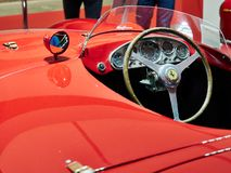 Milaan, Lombardije Italië - 23 November, 2018 - Binnenland van Ferrari 750 Monza 1955 in de uitgave van Autoclassica Milaan 2018 stock foto
