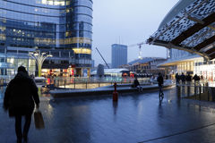Milaan, Milaan, Gael-mening van aulenti de vierkante lage lichten Royalty-vrije Stock Afbeeldingen