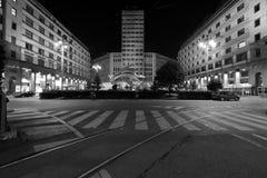 Milaan, Milaan, het Martini-terras en het monument aan de Italiaanse speciale kracht Carabinieri Stock Afbeeldingen