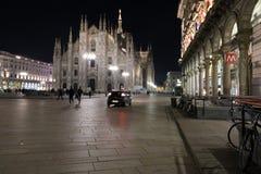 Milaan, Milaan, vooraanzicht van de kathedraal van Milaan (duomodi Milaan) bij nacht Royalty-vrije Stock Afbeeldingen