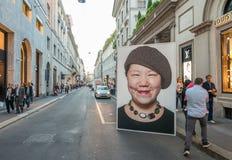 MILAAN - SEPTEMBER 25, 2015: Via Monte Napoleone-teken De straat Stock Afbeeldingen