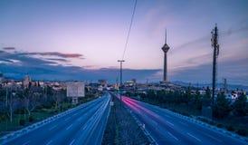 Milad Tower también conocido como la torre de Teherán es una torre multiusos en Teherán, Irán Foto de archivo libre de regalías