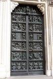 Milan Cathedral-deur stock foto's