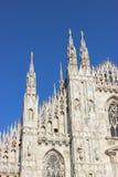 Milan Cathedral mit einem schönen blauen Himmel Stockfotos