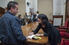 Milan den italienska romanförfattaren Elena Sacco Arkivbilder