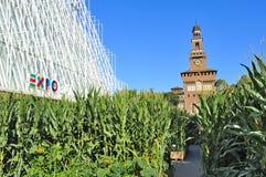 Milan Expo 2015 juste - Expogate et le château Photographie stock