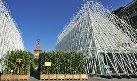 Milan Expo 2015 justo - Expogate y el castillo Foto de archivo libre de regalías
