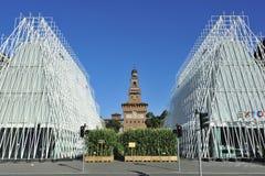 Milan Expo 2015 mässa - Expogate och slotten Arkivbilder